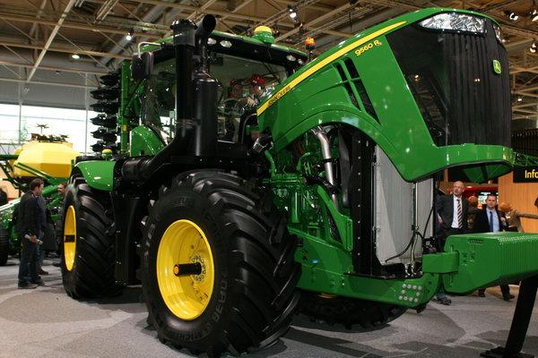 трактор 2012 года. John Deere