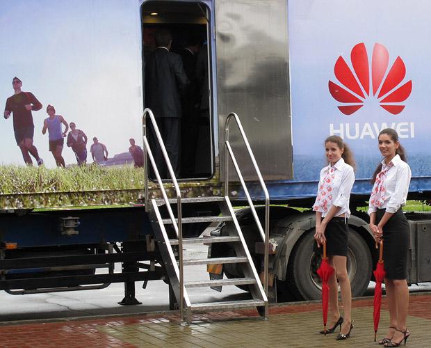 Промо-грузовик компании Huawei