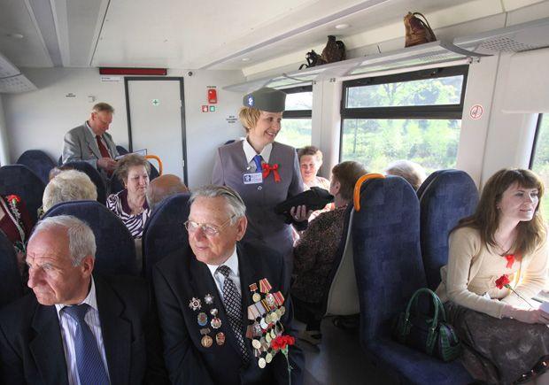 пассажиры дизель-поезда белорусских региональных линий