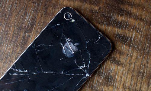 Если iPhone 4 носить в чехле, задняя крышка со временем покрывается множеством трещин